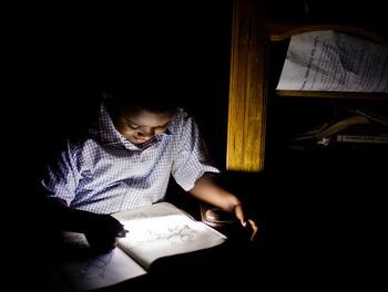 Light_philips_child_reading